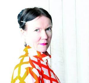 Rosa Liksom alias Anni Ylävaara.