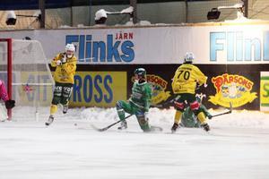 Jonas Engström provar skottlyckan.