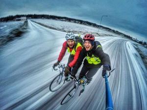 Björn Daniels, höger, och Julius Aspman cyklade från Orsa till Uppsala för att samla in pengar till Musikhjälpen.