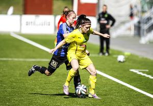 Julia Hennström och hela ÖDFF satte hård press på Ljusdal, som aldrig fick speciellt mycket tid att behandla bollen. Ljusdal hade enorma problem att komma upp i banan.