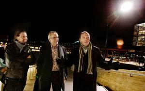 """""""Stadens centrum ska vara som ett vardagsrum"""", säger David Sim, arkitekt hos Gehl Architect, ett företag som jobbar med stadsarkitektur i både stora världsmetropoler och små svenska städer. Två städer som har jobbat målmedvetet och lyckats med det är Malmö och Linköping och Gunnar Ericsson, stadsträdgårdsmästare i Malmö samt Lars Hågbrant, Linköping City, ser att det finns goda förutsättningar för Östersund nu när torget fått sig en lyckad upprustning. Foto: Ulrika Andersson"""