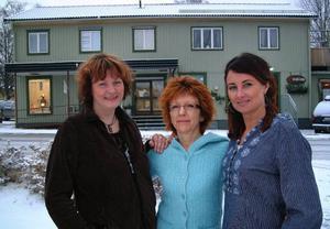 Maria Salomonsson, Marie-Kristin Bystedt och Ingela Adebåge-Frimert arrangerar en damernas helafton i Stugun nästa fredag                                                 Foto: Ingvar Ericsson