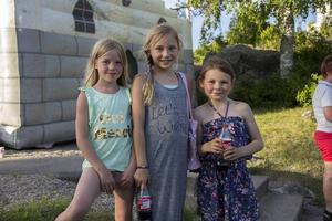 Ellie Lindberg, 7år. Iris Hedsadlist, 8 år och Elin Svensk, 6 år hade roligt på Sommartrivseln.