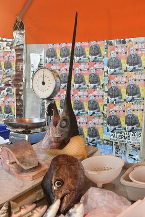 Svärdfisk till salu.   Foto: Ola Wickander/TT