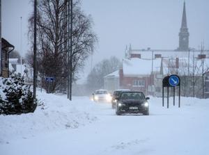 Svårt med snöröjningen inne i Söderhamn i det extrema vädret.