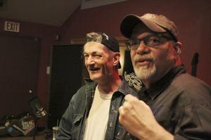 """I """"Cowboy"""" Jack Clements gamla studio i Nashville där Johnny Cash, Kenny Rogers och Alison Krauss spelat in gör Doug Seegers sin debutskiva tillsammans med Emmylou Harris band, Red Dirt Boys, med bland andra multi-instrumentalisten Phil Madeira."""