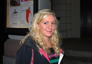 Erika Karlsson, 17 år, Gävle, studerande.Vad förknippar du med cirkus?– Jag förknippar det med skolan eftersom jag går på Vasa.Vilken cirkuskonst skulle du vilja göra om du kunde, och varför?– Jag skulle vilja vara så vig som akrobaterna är, för det är så himla snyggt.