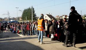 Det är en stor mängd flyktingar som försöker ta sig in i EU. Och varje dag anländer fler.