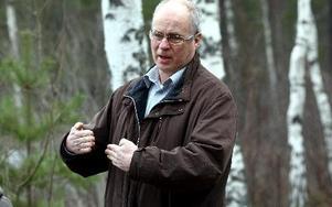 -- Låt kommunen ta över ansvaret för Krondiksdammen, säger Jan-Åke Holmdahl, säkerhetschef.