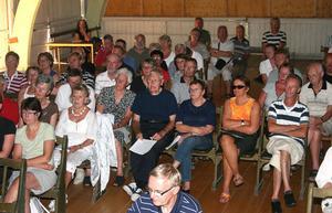 I lördags fanns över hundra personer på plats i festplatsens danslokal. Nästa stora möte kan samla det fyrdubbla.