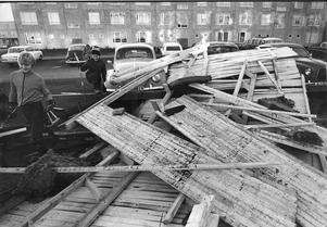 Vallby drabbades hårt i stormen. Flera tak rasade ner. Såhär såg det ut dagen efter stormen.