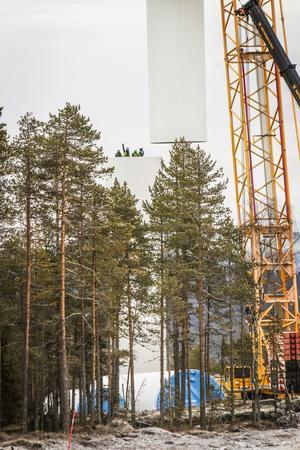 Tornet består av fyra delar. De två understa är tyngst och väger omkring 70 ton.