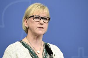 Margot Wallström borde veta bättre. Polisen kan inte ta politiska hänsyn.