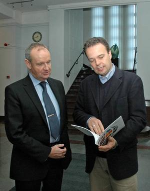 RUNDRESA. Sandvikledningen och vd:n Lars Pettersson träffade under onsdagen arbetsmarknadsminister Sven Otto Littorin, som håller fast vid att 2009 blir ett