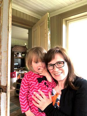 Kerstin och Jenny tycker båda om forsen.