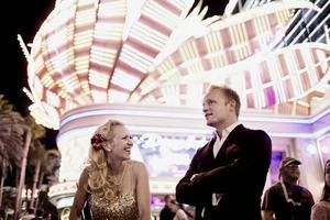 Gunhild Carling tillsammans med Andreas Weise i Las Vegas. 18 december kommer de till Östersund med showen
