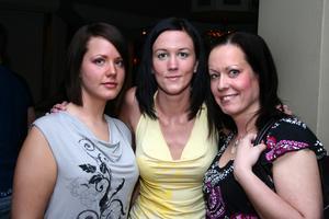 Blue Moon Bar. Sara, Terese och Linda
