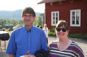 Partik Ernby och Jeanette Stense. Det är första gången Patrik ser föreställningen men Jeanette såg den förra sommaren. De tycker att det är bra musik och trevlig stämning på Stenegård.