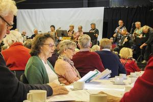 Många sjöng och trivdes när ett nytt musikcafé startade i Färila.