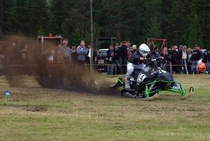 Bra tryck i grejorna hade han minsann, Emil Molander, Sundsvall, men som dock inte räckte till för seger i skoterdragracingen.