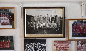 En lagbild på väggen inne i Kilafors klubbhus.