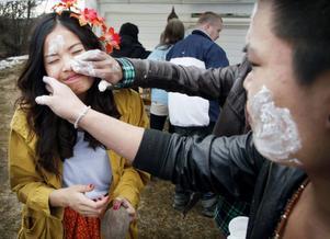 Ett uppskattat inslag var när deltagarna färgade varandras kinder vita, med en blandning av barnpuder och vatten.