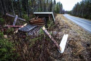 Jakttornen utanför Brunflo har sågats ned och sedan välts omkull.