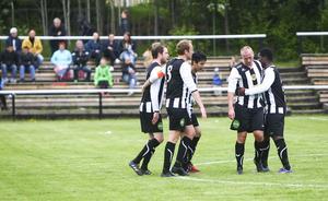 Ljusne slog Stugsund med 5–1 – Emadreza Rezai (i mitten) stod först för två assist, sedan två mål i slutet.