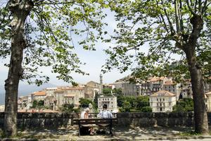 Utsikt över medeltidsbyn Sartène på Korsika.