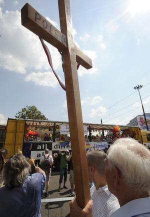 Paradprotester. För en dryg vecka sedan genomfördes Europride i Warsawa. Där finns en katolsk antirörelse som protesterade mot festivalen. foto: scanpix