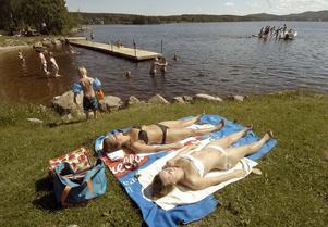 Den nya badbryggan vid badplatsen vid sjön Grängen i Viksjöfors kommer säkert att bidra till att den välbesökta badplatsen blir ännu populärare.