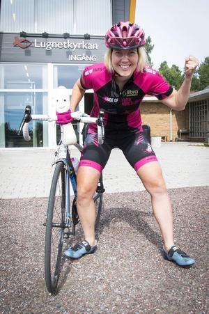 Cilla Eriksson vid sin kontorsplats i Lugnetkyrkan där hon förbereder sin 350-mila cykeltur i USA i höst.