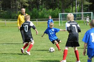 Närkamp. Fellingsbro Goif P04 och IFK Lindesberg P04 Blå var två av lagen som möttes på Olofsvallen i Kopparberg under söndagen.
