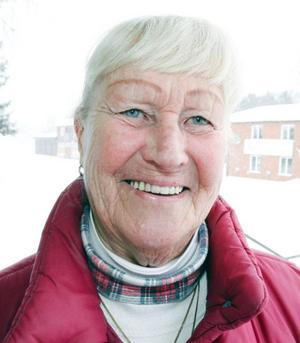 """Elsa Rosatti, 83 år, Norråker:– Jag läser amerikanska böcker eftersom jag är därifrån. Två bra är """"Smokejumpers"""" med Nicholas Evans och """"Northbook"""", av Nicholas Sparks."""