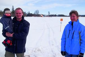 Redan 2014 var Anita Daniels (som undertecknat artikeln) och Martin Moraeus upprörda över att snöskoteråkare kört sönder deras höstsådda grödor. Foto: Börje Lindh/Arkiv