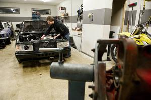 Innan Volvon blev ombyggd till en dragracingbil var den en uppvisningsbil för bilstereoanläggningar.