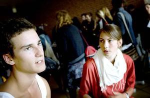 """Sommarjobb utomlands. """"Det ger säkert bra erfarenheter"""", säger gymnasieeleverna Per Engström och Sara Erskérs som ser fram emot sommarjobbet i Österrike."""