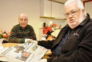 Närmast kameran Bengt Bergström och Axel Lundqvist tar sig gärna till Handikappföreningarnas Hus. Foto: Christer Klockarås/DT