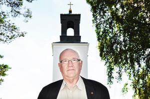 Lars Svensk (KD), ledamot i Tierps kommunfullmäktige, vill befria Svenska kyrkan från de politiska partierna.