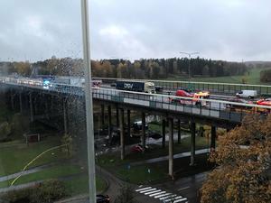 Seriekrocken på Vallbybron på E18.