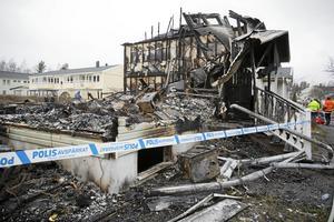 Under fredagskvällen brann nio bostadsrättsradhus ner i Vallhov, Sandviken.