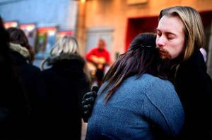 David Karlsson och Emelie Holm var två av besökarna på Stjärntorget som var där för att minnas narkotikans offer.Foto: Lars-Eje Lyrefelt