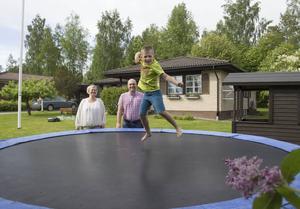 I augusti flyttar familjen Andersson till spanska solkusten. Kristin, Roland och sonen Zeb ser fram emot en ny vardag, i ett varmt land.