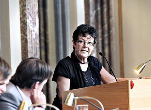 Inger KällgrenSawela, M, oppositionsråd:– Jag tycker att Ulla Andersson är en duktig politiker som kan mycket inom många olika områden. Som ekonomisk-politisk talesman för Vänsterpartiet har hon visat att hon är mycket kunnig i de ekonomiska frågorna. Jag tror att hon blir en utmärkt partiledare och det är på tiden att just Vänsterpartiet får en kvinna som ordförande igen.