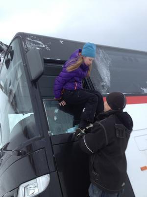 Elin Ekström, 12, och hennes kompis fick lämna bussen först av samtliga passagerare.