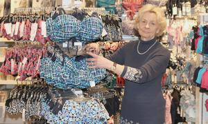 Butikkändis. Ewa Agart har jobbat i butik i över 50 år.
