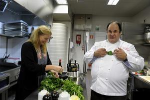 Chef Ramzi fick hjälp i köket av vår matskribent Mia Gahne.