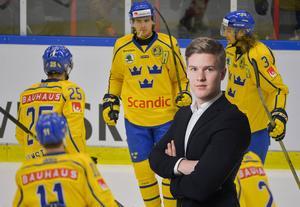 Adam Johansson lyfter fram Adrian Kempe som en av Sveriges bästa spelare mot Danmark.