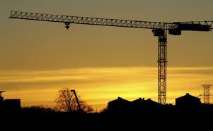 Sverige ska fortsätta arbeta för att reducera arbetsolyckor och arbetssjukdomar, skriver två företrädare för LO.