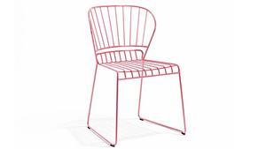 Tunn och lätt är stolen i lackad metall från Skargaarden. Den kostar 2 600 kronor på Länna Möbler.